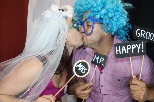 Bride and Groom kissing in Venice Photo Booth